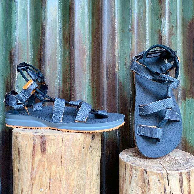 🇺🇸New Arrivals: Lizard Footwear Hex H20 hiking sandal.  Features include Lizard's proprietary Quick Fit fastening system, Happy Cow synthetic leather footbed, and Vibram outsole. Made in Italy.  🇮🇹Nuovi arrivi: i sandali da escursionismo Hex H20 di Lizard Footwear. Le caratteristiche includono il sistema di fissaggio Quick Fit brevettato da Lizard, il plantare in pelle sintetica Happy Cow e la suola Vibram. Made in Italy.  #hiking #sandal #lizard #madeinitaly #vegan #waterfriendly #cinqueterretrekking