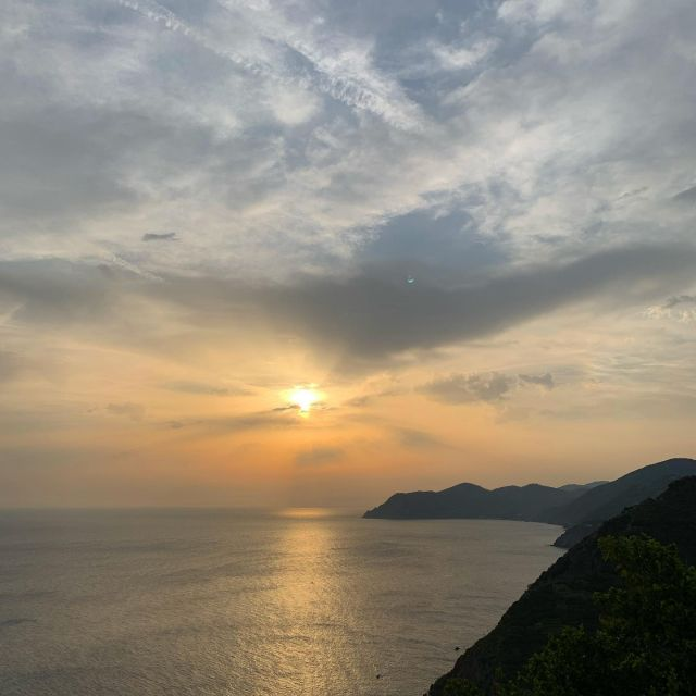 If you time it just right, you can watch the sun set behind Punta Mesco as you descend on Trail N. 593V to Riomaggiore.  #summer #sunset  #cinqueterre  #nationalpark #trails #liguria #italy #hiking #trailrunning #outdoor #adventure #wheretonext