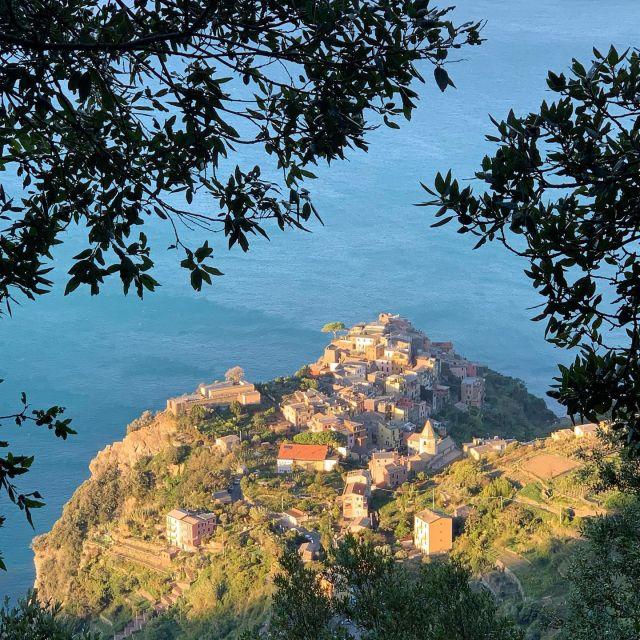 This sunrise view of Corniglia is from Trail N. 586.  #autumn #sunrise #corniglia #cinqueterre #nationalpark  #liguria #italy #trails #hiking #trailrunning #outdoor #adventure  #wheretonext  #sciacchetrail